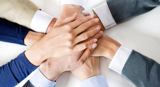 """""""Noi, al lavoro in tenda per non chiudere l'azienda-famiglia"""" (da lastampa.it, mercoledì 13 giugno 2012)"""