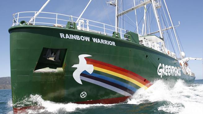 """Greenpeace: """"30 anni dopo Rainbow Warrior, più determinati che mai"""" (da adnkronos.com, mercoledì 8 luglio 2015)"""